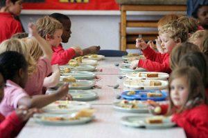 Napoli, vietato il panino da casa in classe. Il tribunale: «È discriminante»