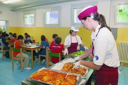 Napoli, bimbi intossicati a scuola. Escrementi nei cibi in mensa