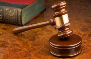 Studente scivola a scuola, condanna e risarcimento di 7mila euro