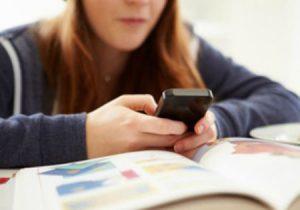 Smartphone in classe: le proposte entro gennaio 2018