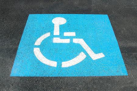 Legge 104: novità su benefici e assistenza anziani