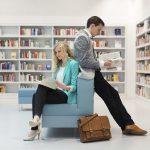 Metà dei giovani non ha letto un libro nell'ultimo anno: 1 famiglia su 10 non li ha in casa