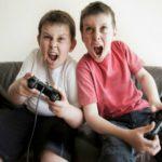 Giovani e Internet: Gli studenti italiani passano più tempo su internet che a scuola