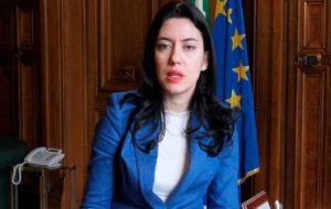 Scuole chiuse per CoronaVirus, la Ministra Azzolina garantisce la proroga delle supplenze