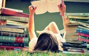 Risparmiare sui libri universitari, ecco dove trovare gli sconti